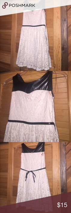 Lace kids dress Worn once and in good condition. Speechless Dresses