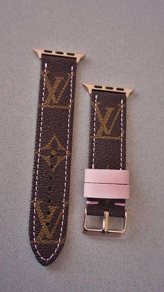 Apple watch band, LV watch strap, Apple watch straps, Lv Apple watch band, Lv mo… – Best of Wallpapers for Andriod and ios Gucci Apple Watch Band, Cute Apple Watch Bands, Apple Watch Fashion, Apple Watch 3, Apple Watch Iphone, Apple Watch Faces, Apple Watch Series 3, Apple Watch Straps, Apple Watch Bracelet Band