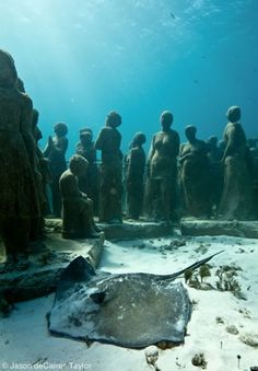 I want to see these! La Evolución Silenciosa (The Silent Evolution) sculptures in cancun