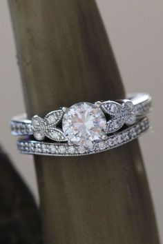 Round Diamond Engagement Ring Set