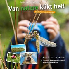 Dit boek is geschreven voor kinderen tussen de 6 en 14 jaar die graag (beter) willen leren fotograferen. Als thema hebben we gekozen voor de natuur. Natuur is schitterend, indrukwekkend, rustgevend en overal. Je hoeft dus niet heel veel moeite te doen om mooie foto onderwerpen te vinden, want in je tuin, of in het park kun je al beginnen. Van, Books, Nature, Book Reviews, Products, Livros, Naturaleza, Book, Vans