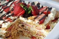 NO-BAKE STRAWERRY ICEBOX CAKE