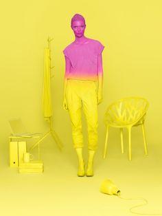 Complementair contrast: Op deze foto zie je heel veel geel wat erg de aandacht trekt. Rose is minder in beeld dan geel.