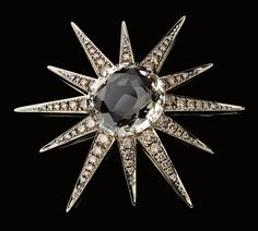 H.Stern Moonlight brooch in 18K Noble Gold with diamonds and rock crystal