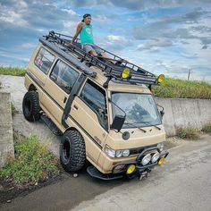 The Mitsubishi Delica Star Wagon is famous for being a workhorse van in East Asia. A lot of these majestic vans have been converted for… Delica D5, Datsun Roadster, Rv Truck, 4x4 Van, Toyota Hiace, Chevy Van, Combi Vw, Expedition Vehicle, Van Camping
