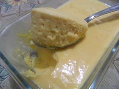 Mousse de Leite Ninho  1 lata de leite condensado 1 lata de creme de leite 2 xícaras (chá) de Leite Ninho 1 xícara de água 1 envelope de gelatina sem sabor 1 envelope de suco de sua preferência Veja mais em: http://www.aguanaboca.org/receita/mousse-de-leite-ninho/