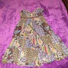 Beautiful Floral Pattern Dress Beautiful floral pattern dress! Side zipper closure! Spaghetti straps! Perfect condition! Breakin Loose Dresses