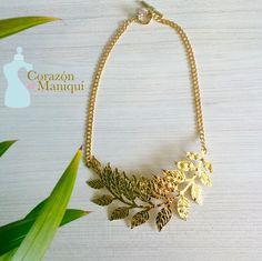 Hojitas Doradas  Sutil y sofisticadas!  Hojitas vestidas de oro ideal para usar con tu prenda favorita.