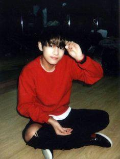 Taehyung v bts bangtan boys Polaroid look alike alike