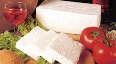 Learning how to make feta cheese at home is essential if you want to make original delicious crumbles for your salads and pasta. Today feta cheese that is. Goat Milk Recipes, Goat Cheese Recipes, Greek Recipes, Feta Cheese Nutrition, Pasta Nutrition, Healthy Nutrition, How To Make Cheese, Food To Make, Making Cheese