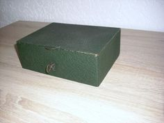 Alte Geldkassette mit Schlüssel schwarz rot ohne Henkel www.maisold24.com