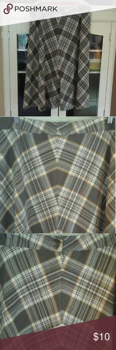 Plaid skirt Plaid skirt great for Fall!  Back zipper & butyons. Gray with orange/yellow accents. Jones Wear Skirts A-Line or Full