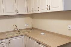 Sticla colorata pentru o casa de vis Bath Caddy, Sink, Kitchen Cabinets, Decor, Kitchen, Home, Cabinet, Bath, Home Decor