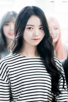 Lim Nayoung Gray Things a light gray color Extended Play, South Korean Girls, Korean Girl Groups, Pristin Kpop, Ioi Nayoung, Loona Kim Lip, V Instagram, Korean Celebrities, Girls Generation
