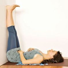 Sometimes it's hard to remember to use your breath or yoga moves in times of stress, pain or irritation but we guarantee these techniques can help you relax. Yoga moves for insomnia, stress, and pain relief-try them! Health And Beauty, Health And Wellness, Health Fitness, Health Tips, Health Care, Yoga For Headaches, Yoga Moves, Get In Shape, Fett