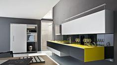 Riciclantica Design-Küche Aluminium-Schwarzlack Gelb-Akzente Valcucine