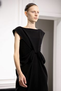Balenciaga Fall 2013 Ready-to-Wear Fashion Show Details
