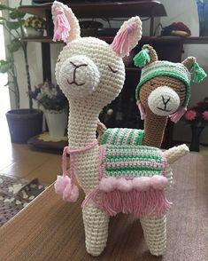 Free Amigurumi Crochet Doll Pattern and Design ideas Crochet Diy, Crochet Patterns Amigurumi, Amigurumi Doll, Crochet Crafts, Yarn Crafts, Crochet Projects, Crochet Animal Patterns, Crochet Doll Pattern, Stuffed Animal Patterns