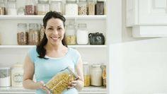 Na gestão do dia-a-dia pode haver tendência para arrumar as compras sem um método ou deixar os alimentos passar de validade. Conheça algumas dicas na hora de guardar as compras. #Casa_Do_Supermercado_para_Casa #dicas #truques #casa #supermercado