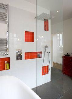 Transformation d'un atelier de menuiserie en maison familiale : Salle de bain moderne par ATELIER FB