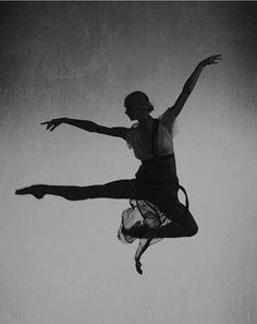 Beautiful in the Ordinary: Photo Polina Semionova, Alvin Ailey, Athletic Body, Peter Lindbergh, Dance Photos, Lets Dance, The Ordinary, Dancer, Around The Worlds