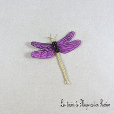 Libellule soie rose fuchsia pailletée dorée 5 cm - Un grand marché Rose Fuchsia, Creations, Hair Accessories, Brooch, Drop Earrings, Jewelry, Unique, Collection, Playing Card