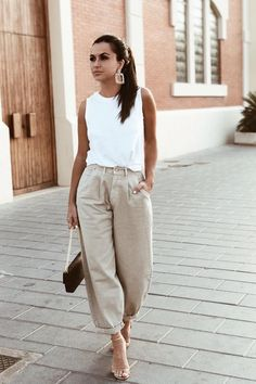 Casual Summer Outfits For Women, Casual Work Outfits, Mode Outfits, Fashion Outfits, Semi Formal Outfits, Fashion Skirts, Outfit Summer, Slouchy Outfit, Slouchy Pants
