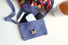 Easy Crochet Blanket Pattern: The Herfst Blanket Crochet Toddler, Cute Crochet, Crochet Bags, Crochet Purses, Boho Crochet Patterns, Knitting Patterns, Knitting Projects, Knitting Ideas, Crochet Ideas