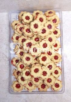 Snadný a rychlý recept na delikátní linecké cukroví. Oatmeal, Cookies, Breakfast, Dna, Food, The Oatmeal, Biscuits, Morning Coffee, Cookie Recipes