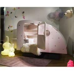 Lit Caravane pour enfant @mathybybols chez Pure Deco