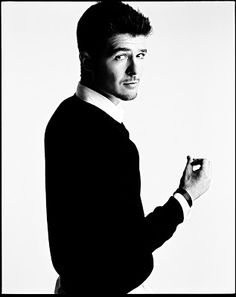 Blurred Lines | Robin Thicke ft. T.I. & Pharrell! Why have I never realized how attractive this man is??