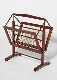 Jan Showers | Blog | CRUSHES MAGAZINE RACKS----they are not simply USEFUL, but they make any room look inviting and as though PEOPLE REALLY LIVE IN THEM.  I have them in several rooms---love to change the magazines out each month.