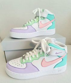 Dr Shoes, Cute Nike Shoes, Swag Shoes, Cute Nikes, Cute Sneakers, Hype Shoes, Shoes Sneakers, Retro Nike Shoes, Cute Addidas Shoes