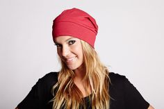 SHORT TUQUE  by Judy Design Skate, Beanie, Red, Design, Fashion, Moda, Fashion Styles, Beanies, Rouge