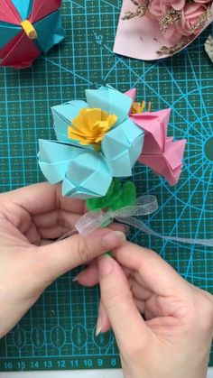 Cool Paper Crafts, Paper Crafts Origami, Diy Crafts For Gifts, Diy Arts And Crafts, Creative Crafts, Diy Paper, Instruções Origami, Origami And Kirigami, Origami Design