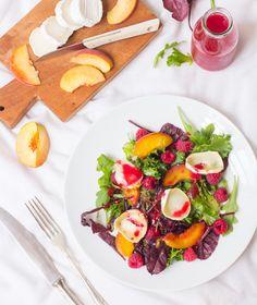 Sommersalat mit Pfirsich, Himbeeren und Ziegenkäse & Verlosung!