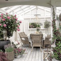 Outdoor Rooms, Indoor Outdoor, Outdoor Decor, Managua, Carport Modern, Clematis, Porch Veranda, Balcony Deck, Shabby