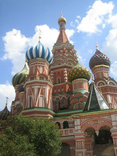 This counted cross stitch pattern of the Saint Basil's Cathedral in Russia was created from a photograph. Beautiful Places To Visit, Places To See, St Basils Cathedral, Saint Basil's Cathedral, St Basil's, World Cities, Places Of Interest, Travel Couple, Holiday Travel