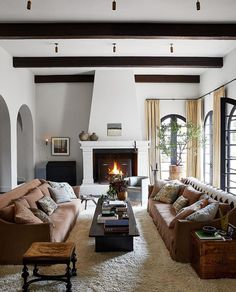 Architectural Digest, Casa Kendall Jenner, Kendall Jenner Runway, Kris Jenner, Living Room Decor, Living Spaces, Living Rooms, Cozy Fireplace, White Fireplace