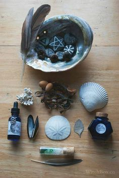 Image in Wicca-Witchcraft 🌛🌕🌜 collection by ᏴᎬᎪᏌᎢᏌFᏌᏞ ᎬᏙᎬᎡYᎠᎪY ᎪᎬᏚᎢᎻᎬᎢᏆᏟᏚ Water Witch, Sea Witch, Dark Witch, Wicca Witchcraft, Magick, Season Of The Witch, Witch Aesthetic, Blue Aesthetic, Practical Magic
