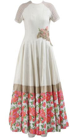 Cream anarkali with floral detailing by RIDHI MEHRA. Shop at https://www.perniaspopupshop.com/whats-new/ridhi-mehra-7
