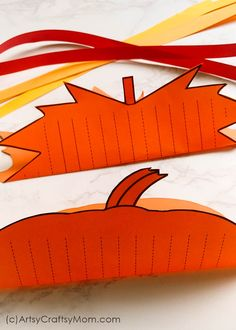 These Paper Weaving Fall Printables are perfect to strengthen and keep those little fingers busy this season! Also helps to improve concentration and hand-eye coordination in little kids. Paper Weaving, Motor Activities, Animals For Kids, Fine Motor, Diy For Kids, Techno, Improve Concentration, Arts And Crafts, Printables
