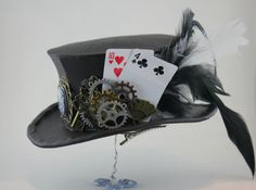 Dark brown mini top hat, decorated with Victorian cameo, metal key, scissor and fan charms, as well as steampunk watch gears. Steampunk Hut, Steampunk Bedroom, Steampunk Watch, Steampunk Design, Steampunk Wedding, Steampunk Costume, Steampunk Necklace, Steampunk Clothing, Steampunk Fashion