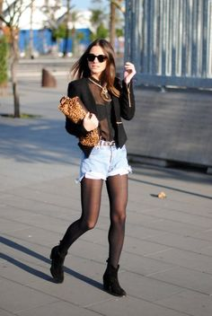 Festival outfit. Jean shorts black tights! Streetstyle