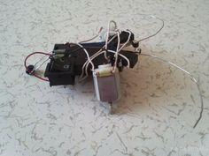 Basit elektronik devre elemanlarını (buton,motor,pil) kullanılarak yapılan karmaşık elektronik devreler ve programlama yapmadan engellere çarptığı zaman yön değiştiren mini örümcek robot yapımından bahsedeceğiz. Daha önce BURDA