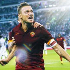 Daje Francè, portace in alto! Come on Francè, bring us to the top! #Totti #RomaManCity