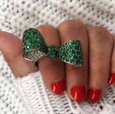 Get in the holiday spirit with this adorable Mimi So bow ring in the Ritani Designer Collection @ritani #beautiful #LOVE