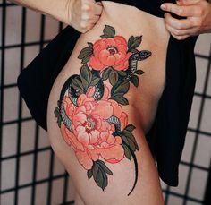 tattoos for women heart Mini Tattoos, Flower Tattoos, Body Art Tattoos, Tatoos, Snake And Flowers Tattoo, Trendy Tattoos, Unique Tattoos, Tattoo Designs For Women, Tattoos For Women
