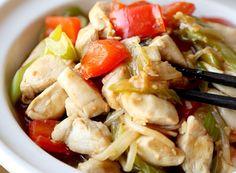 Recette facile de chop suey au poulet! Korean Egg Roll, Roast Eggplant, Cocktail Sauce, Yams, Chili Recipes, Chinese Food, Ground Beef, Pasta Salad, Potato Salad