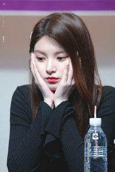 Kpop Girl Groups, Korean Girl Groups, Kpop Girls, Yuehua Entertainment, Beauty Full Girl, South Korean Girls, Ulzzang, Asian Girl, Halloween Face Makeup